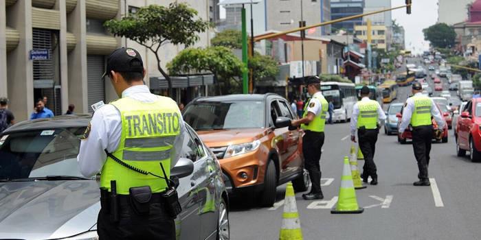 salario minimo de un oficial de transito